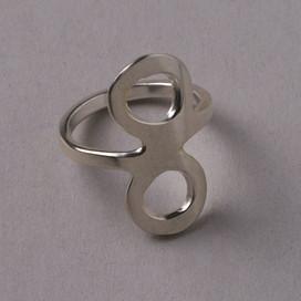 Ring mit Unendlichkeitszeichen