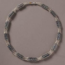 Silber gewirkt, Cyanit
